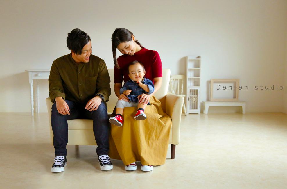 山口県下関市で、家族写真の撮影も上手って人気のカメラマンなら、新下関駅から車で約10分のだんらんスタジオ