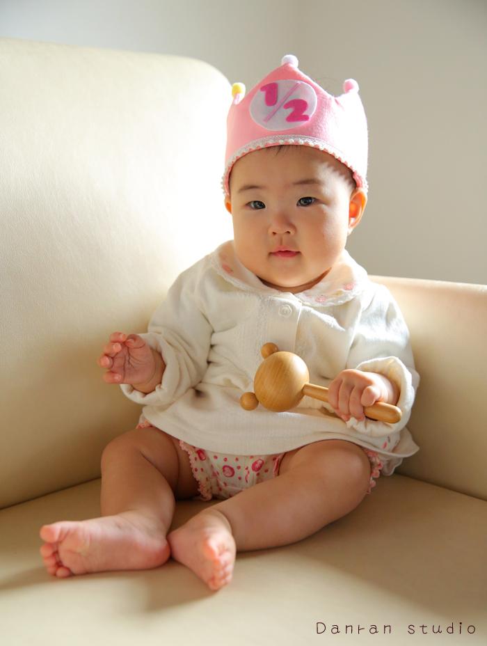 お宮参り、ハーフバースデーなど、赤ちゃん写真は山口県下関市の写真館だんらんスタジオへ