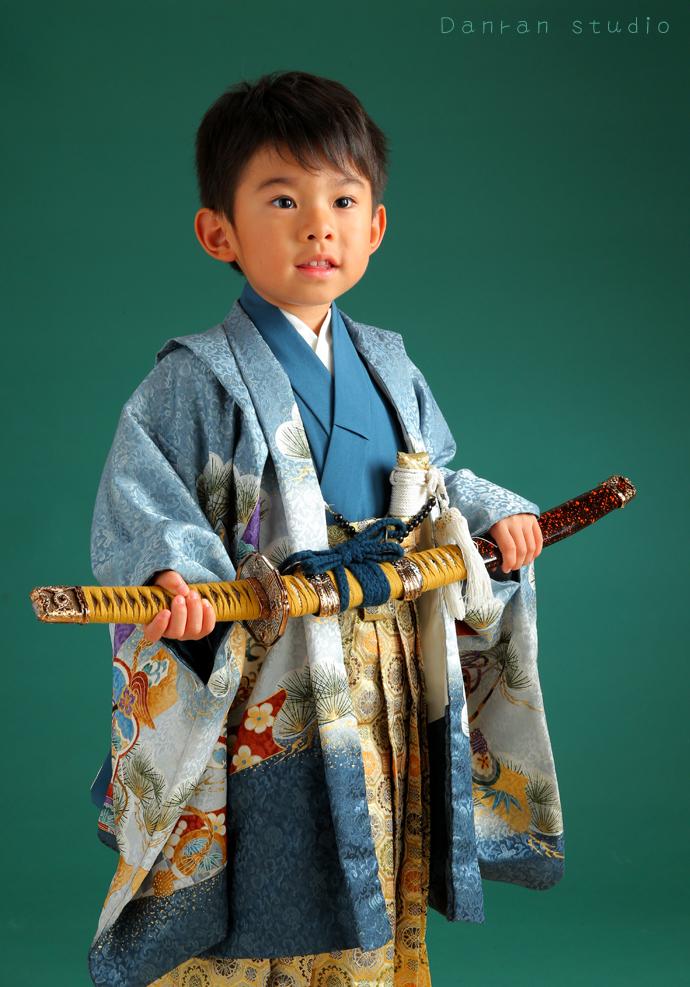 下関市の七五三写真は人気写真館へ 神社にお参りの時の貸衣装あります