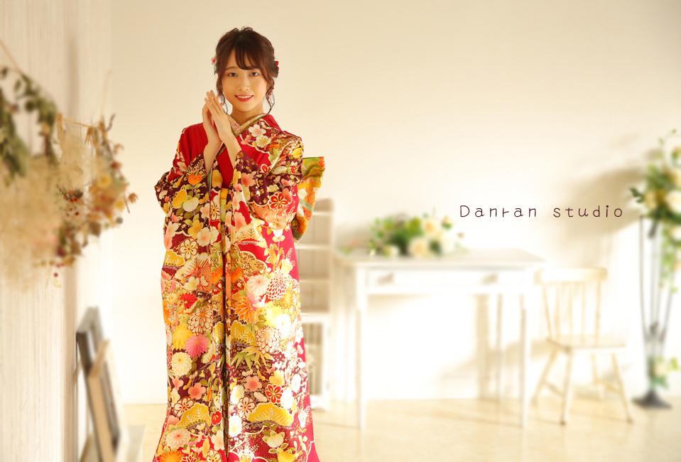 山口県下関市で成人式のお祝いの振袖レンタル(貸衣装)と記念写真の撮影するカメラマン